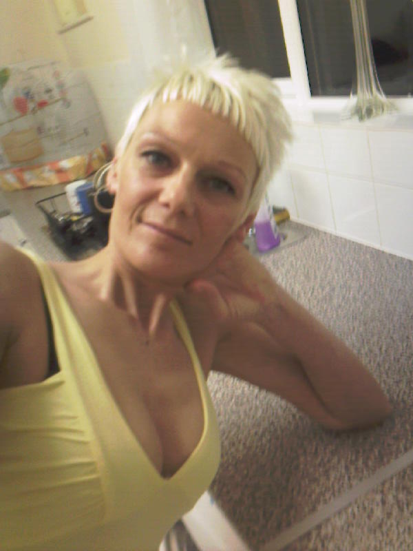Adult female profile swinger